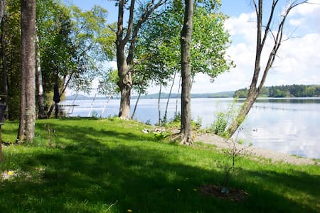 Lake Front/Peaceful retreat but close to town - Newport
