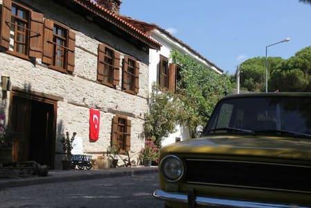 Yeni Gelin Evi ; Sessiz Köy - Sessiz Ev / BÜRÜMCÜK