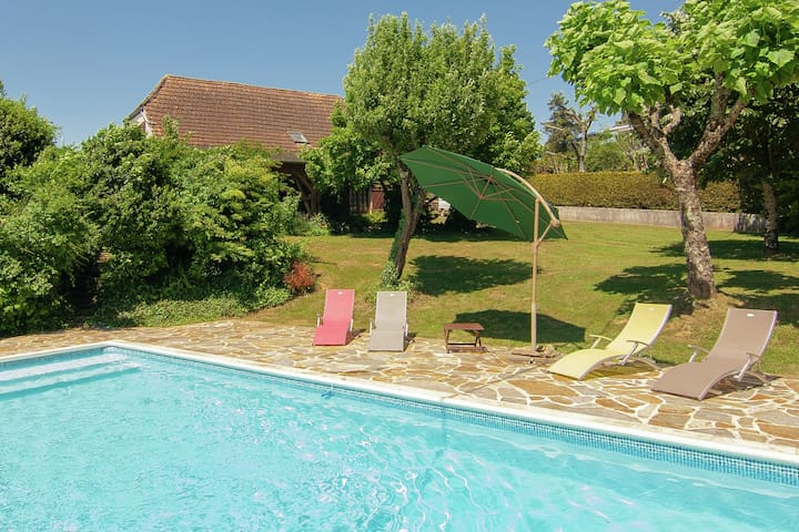 Detached villa with pool, private garden and a beautiful view.