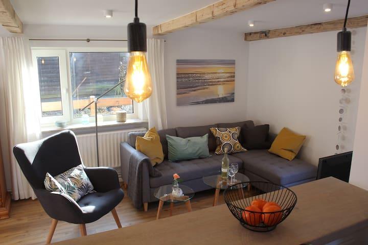 Sonniges Ferienhaus, 5 Gäste, ruhig, in Hafennähe