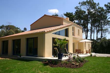 Villa avec Piscine Intérieure (4 clévacances) - Jard-sur-Mer