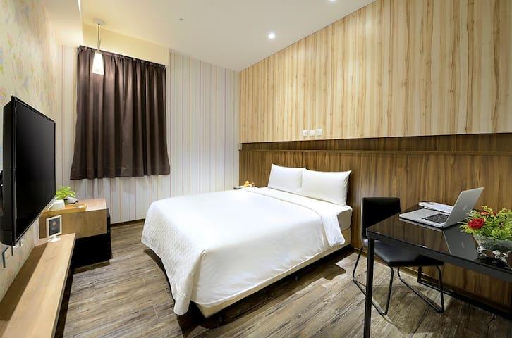 Cozy Double Room*FREE BREAKFAST 豪華雙人房*含早餐*靠近桃園火車站