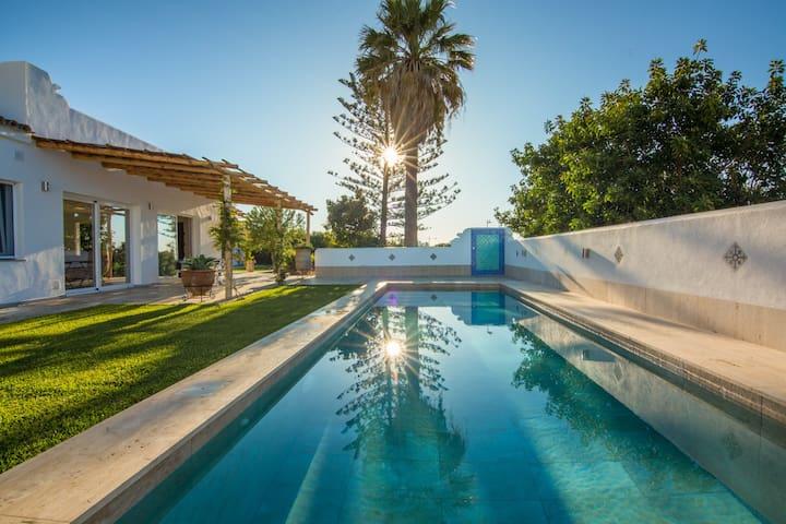Villa Mandalay - 4bedrooms, private pool, sea view