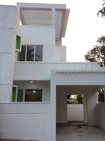 Modern Luxury House with Rooftop Garden - Panadura - Casa