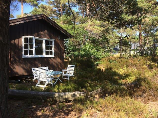 Idyllisk hytte ved Harkmarksfjorden