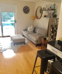 Room with private bathroom in new apartment - North Perth
