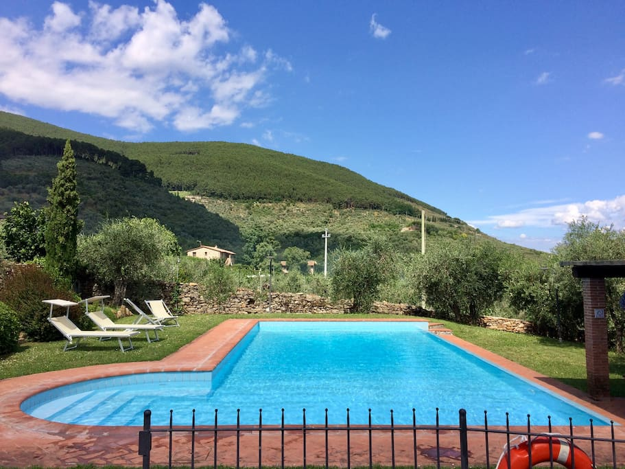 Casa di meo villa con piscina ville in affitto a buti - B b con piscina toscana ...