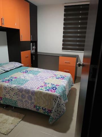 Habitación privada y cómoda, con calor de hogar