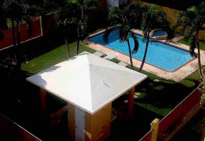 Spacious Beach Condo with Large Pool 1 bed 1 bath