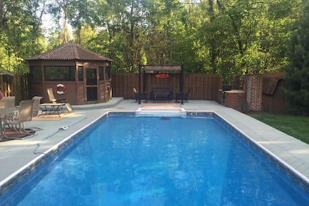 House with heated pool - Monroeville - Ház