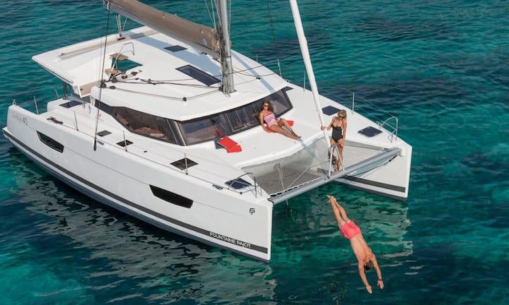 NEW! 3br/2ba Catamaran Yacht Sleeps 6!