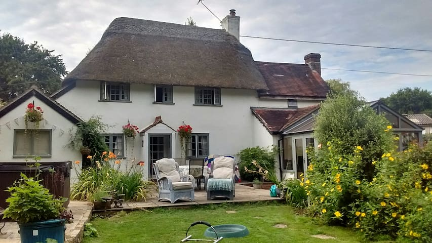 16th Century Thatched Cottage with hot tub.