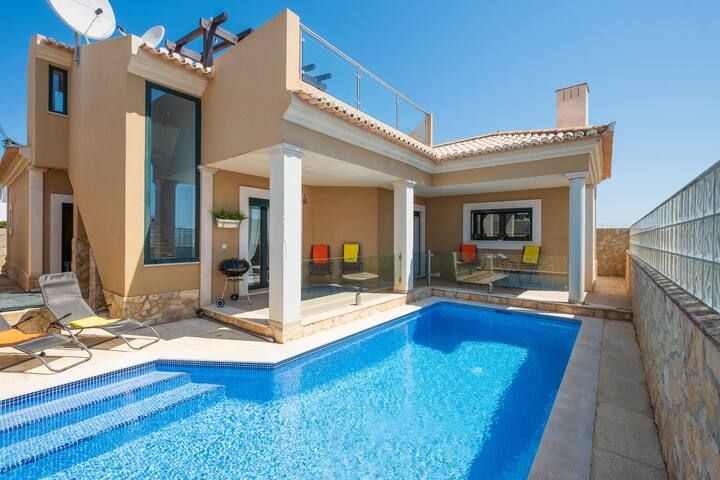 Villa with free Wi-Fi | A/C | private pool | near beach and town | sea view [RLUZ25]