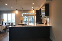 Beach House Close to Ferry + Shopping in US (301)