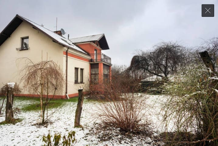 A house with a large garden 15 m drive from center - Krakov - Ev