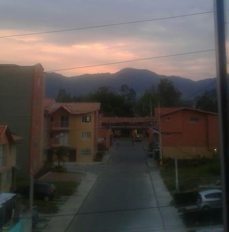 Viviendo entre montañas