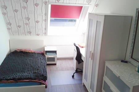 Gemütliches Zimmer/Cozy Room - Kalkar - Ev