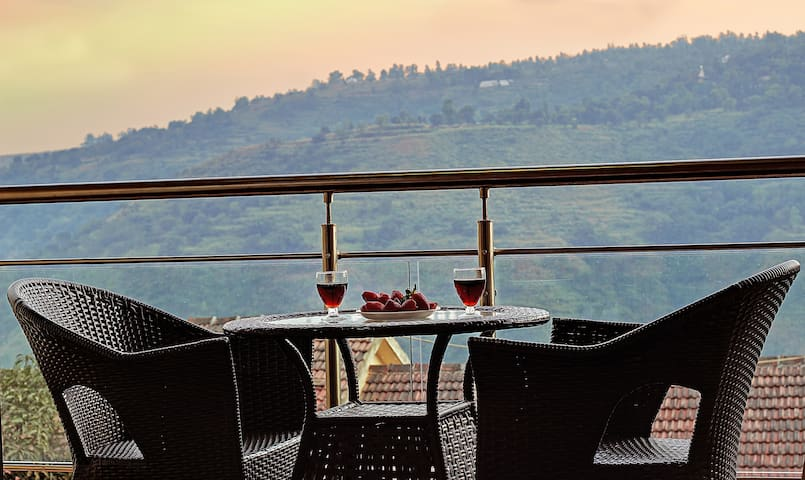 Mountain view room with balcony, Panchgani