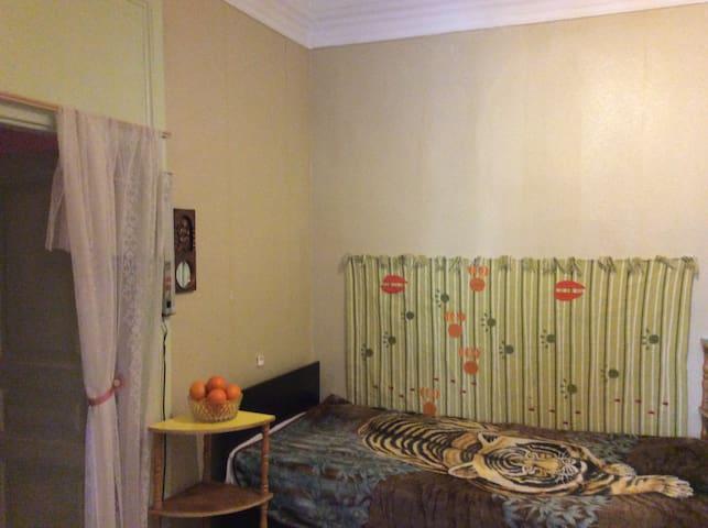 Комната в старинном доме в центре Москвы