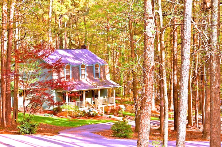 Cozy 3 bedroom 2.5 bath home on 1 acre wooded lot - Raleigh - Casa