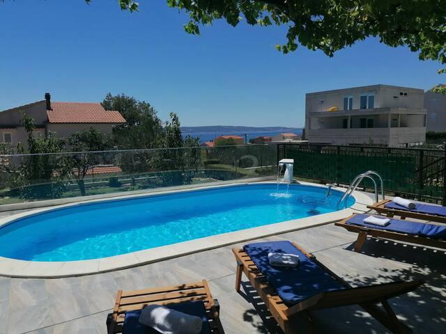 Apartment Dijana2 *with pool*near Split and Trogir