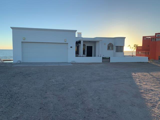 Casa Rosa lote 87 Beachfront House in Santo Tomas