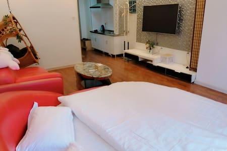 七七主题民宿韩式温馨浪漫圆床一居室