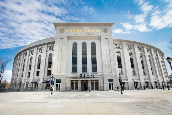 Yankee Stadium Superhost! A 1BR/1BA City Escape!