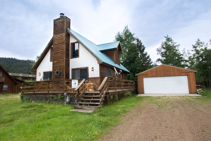 Our Red River Cabin - Private Home in Tenderfoot, Downstairs Master, Backyard, WiFi, Washer/Dryer - Red River - Kabin