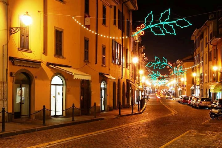 Borgo con luminarie