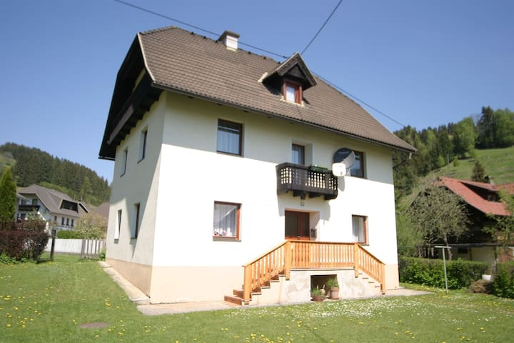 Centrally located private house in a quiet unspoilt village