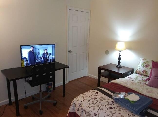 Sparkle Room 2C  NYC _ Penn EWR, LGA & JFK (35-45)
