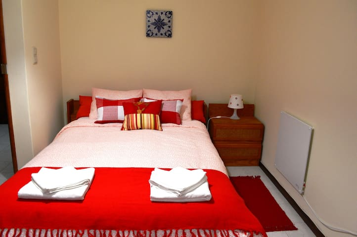 Mafamude Guest House (double bed + sofa bed)