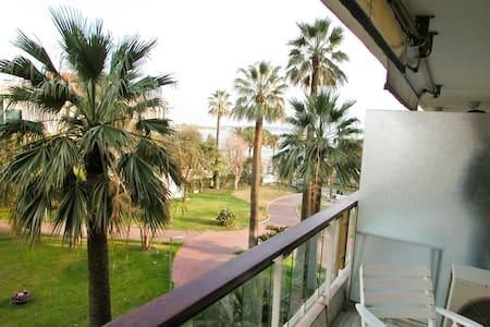 Grand Hôtel Studio vue mer - Cannes - Apartment