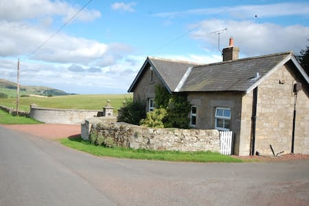 THE GATEHOUSE, ALNHAM NR ALNWICK - Hus