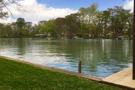 Lakeside retreat - Seguin - Dům