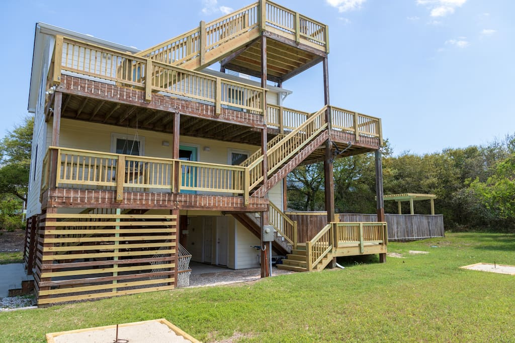 OBXLanai is located at the end of a quiet street and just walking distance to all the shops and activities that Duck has to offer!! Lots of new decking and updates to be enjoyed!!!
