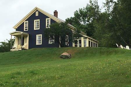 Classic Farmhouse with Mt Views mins from Jay Peak - Richford