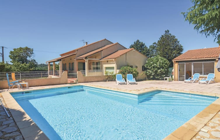 Holiday cottage with 4 bedrooms on 150 m² in St-Laurent-la-Vernède