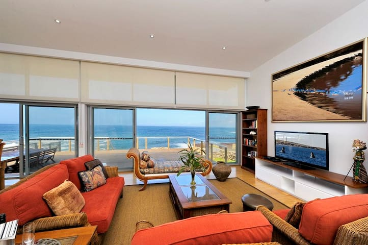 SPECTACULAR OCEANFRONT!Whale Watching May to Oct!