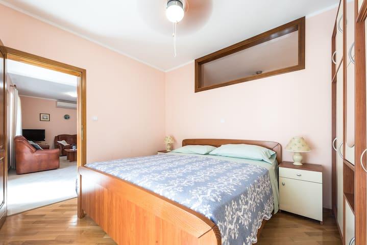 1st floor apartment - second double bedroom