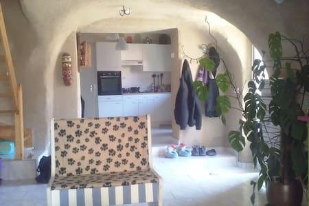 Charmante maison à la campagne - Saint-Yvoine - Casa