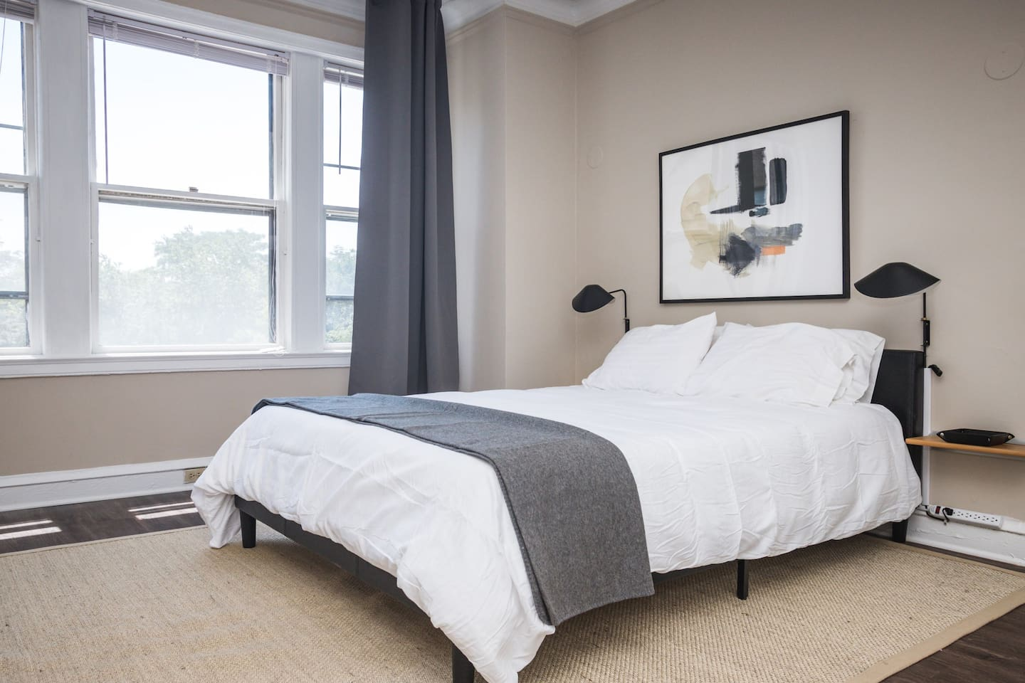 """""""The location is perfect, walking distance to Hyde Park central and the beach. The apartment is very nice and the staff super friendly. Rate this property 10/10!"""""""