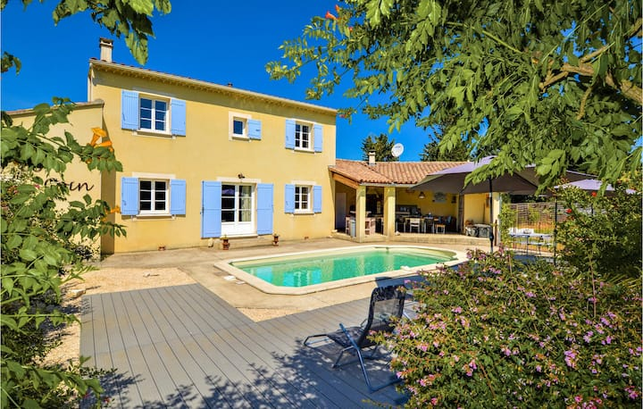 Nice home in St.-Paulet-de-Caisson with Outdoor swimming pool, WiFi and Outdoor swimming pool