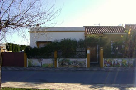 Habitación ideal en lugar acogedor. - Albaida del Aljarafe - Chalé
