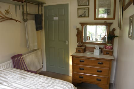 Cosy room in historic Helston. Single or couples - Helston
