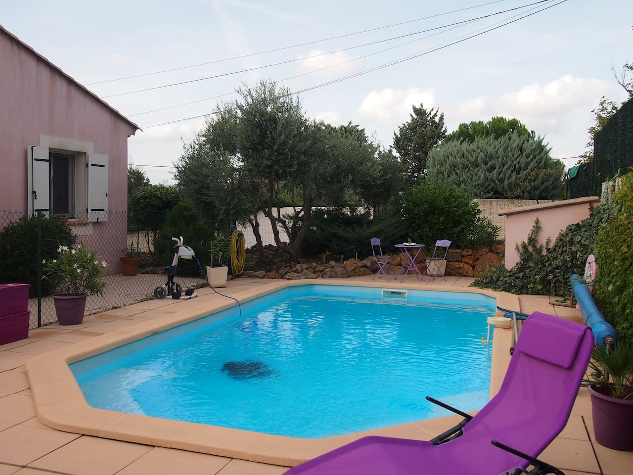 Agréable piscine sécurisée