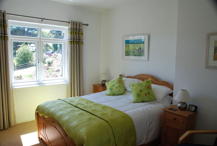 St Cyrs holiday cottage - Treen