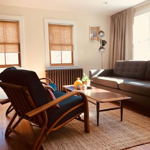 Modern Farmhouse - 1BR + Sleeping/Writing Den