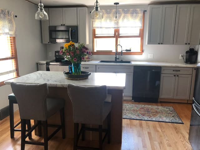 Two bedroom Cape walking distance to Mass Moca